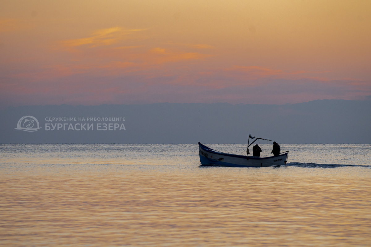 Поморийски рибари по изгрев